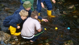 Duck race, measuring the flow